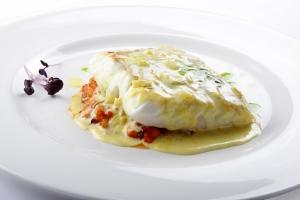 Suprema de merluza con bolognesede marisco y emulsión de Azafrán del Maestrazgo
