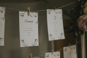 Hanging umbra decorativo de cuerda fina para colgar imagenes o colocación de invitados con pinzas